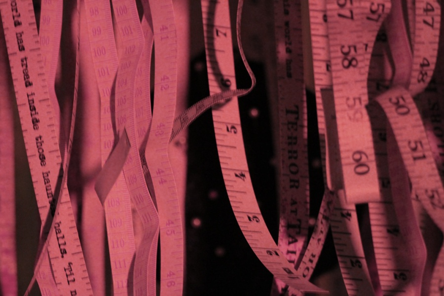 Measuring tapes hanging down, as a metaphor for multiples of information